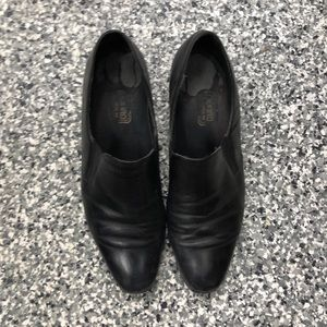 Munro black leather slip on dress shoes